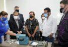 Ipem-AM demonstra teste de confiabilidade de aparelhos de pressão arterial durante visita de vereadores